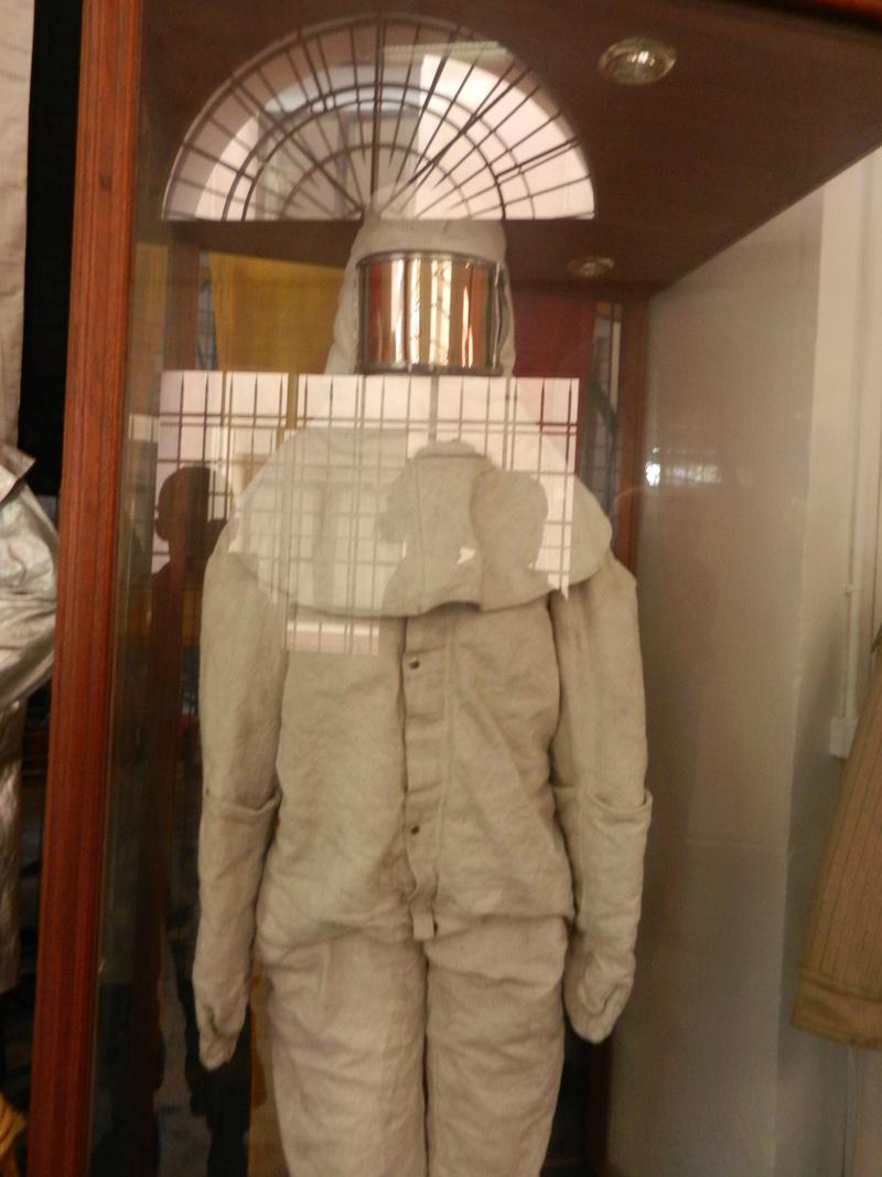 [ Les musées en rapport avec la Marine ] Conservatoire des tenues à Toulon Dscn0631