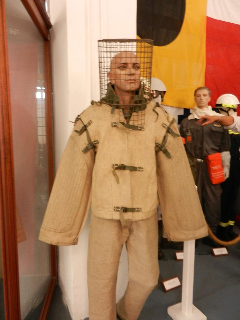 [ Les musées en rapport avec la Marine ] Conservatoire des tenues à Toulon Dscn0632