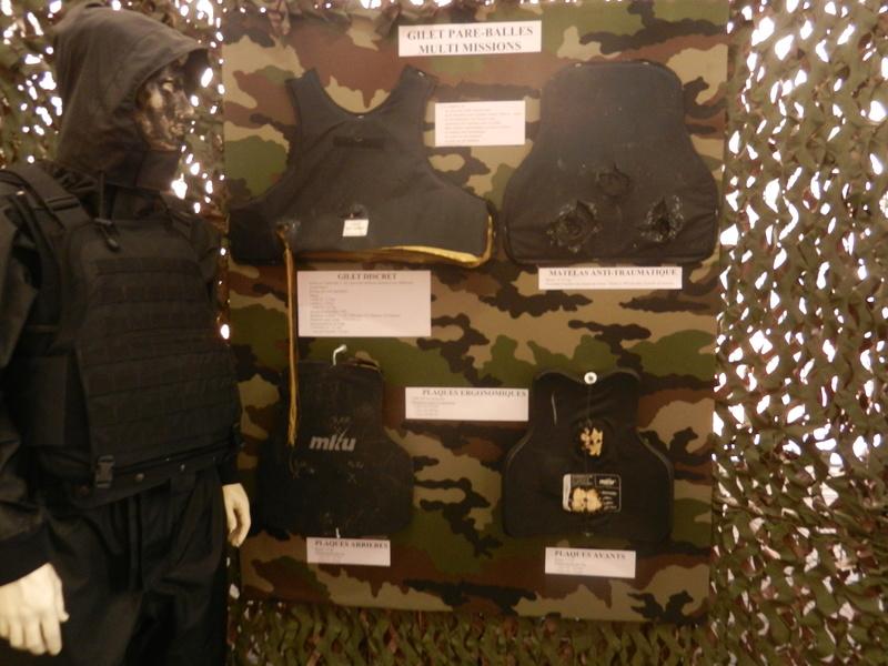 [ Les musées en rapport avec la Marine ] Conservatoire des tenues à Toulon Dscn0642