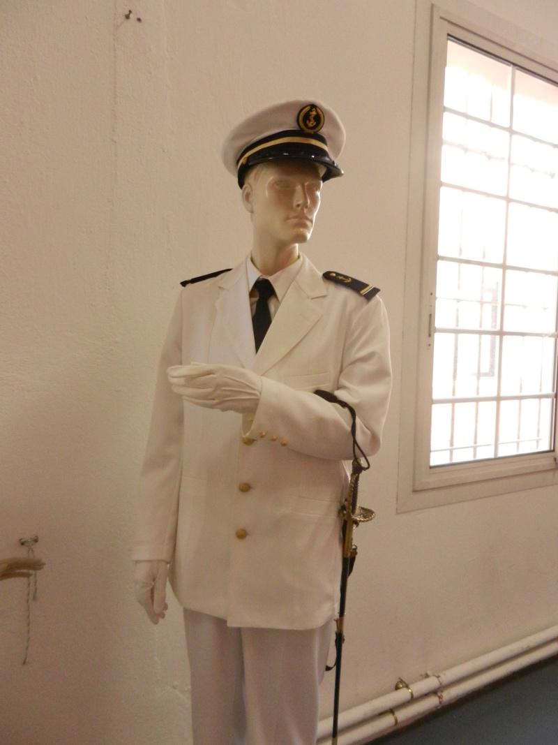 [ Les musées en rapport avec la Marine ] Conservatoire des tenues à Toulon Dscn0731