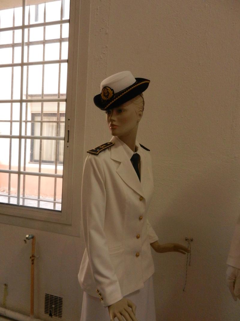 [ Les musées en rapport avec la Marine ] Conservatoire des tenues à Toulon Dscn0732