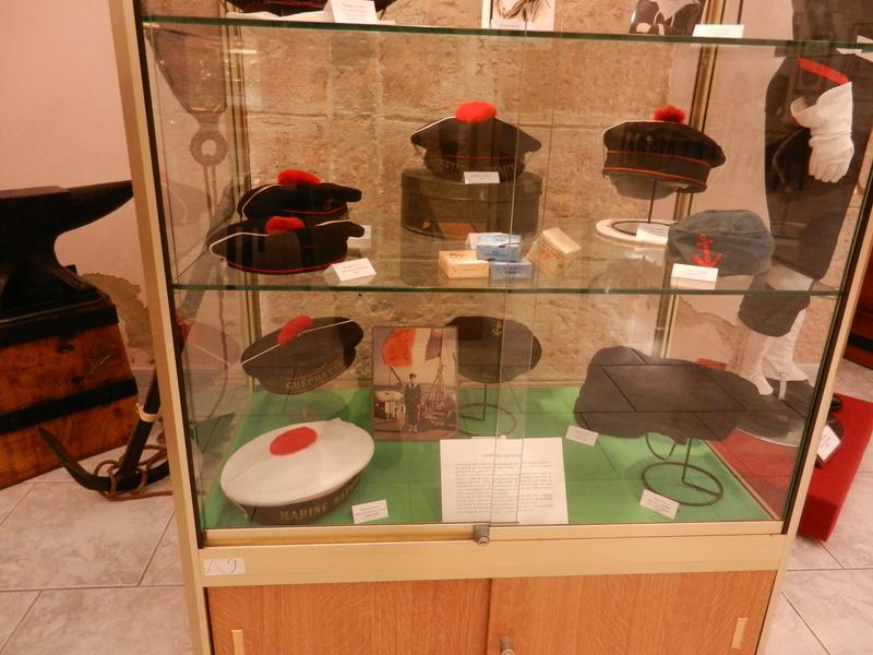 [ Les musées en rapport avec la Marine ] Conservatoire des tenues à Toulon Dscn0734