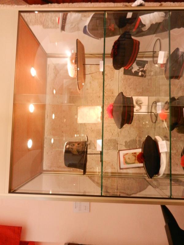 [ Les musées en rapport avec la Marine ] Conservatoire des tenues à Toulon Dscn0735