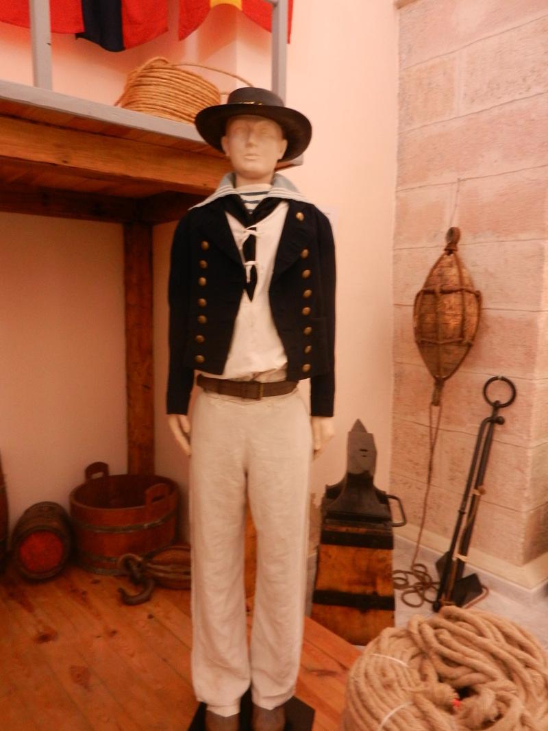 [ Les musées en rapport avec la Marine ] Conservatoire des tenues à Toulon Dscn0736
