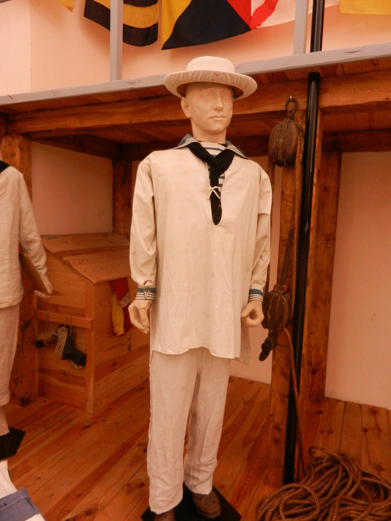 [ Les musées en rapport avec la Marine ] Conservatoire des tenues à Toulon Dscn0737