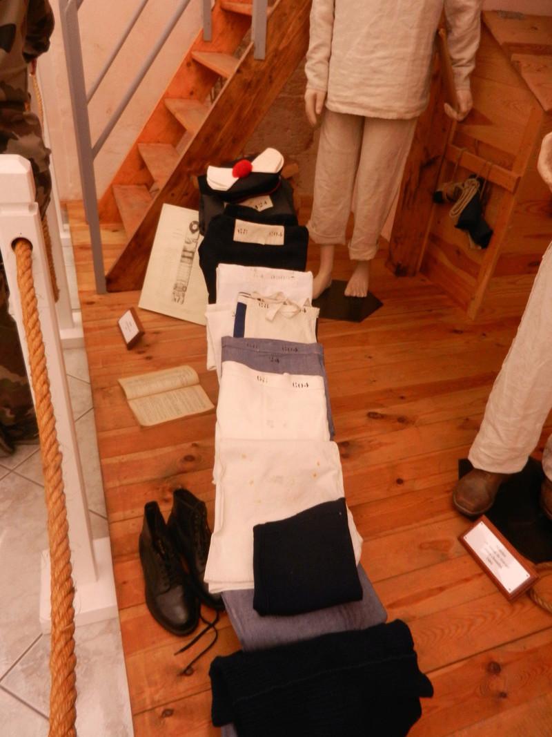 [ Les musées en rapport avec la Marine ] Conservatoire des tenues à Toulon Dscn0738