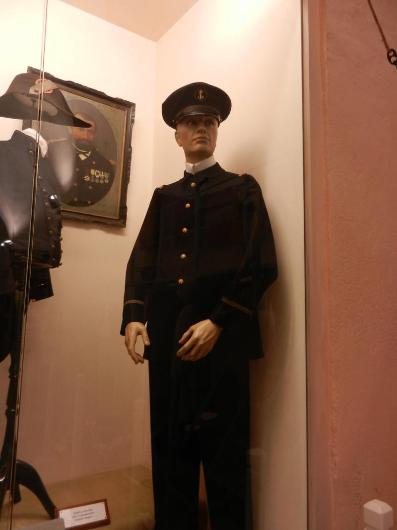 [ Les musées en rapport avec la Marine ] Conservatoire des tenues à Toulon Dscn0741