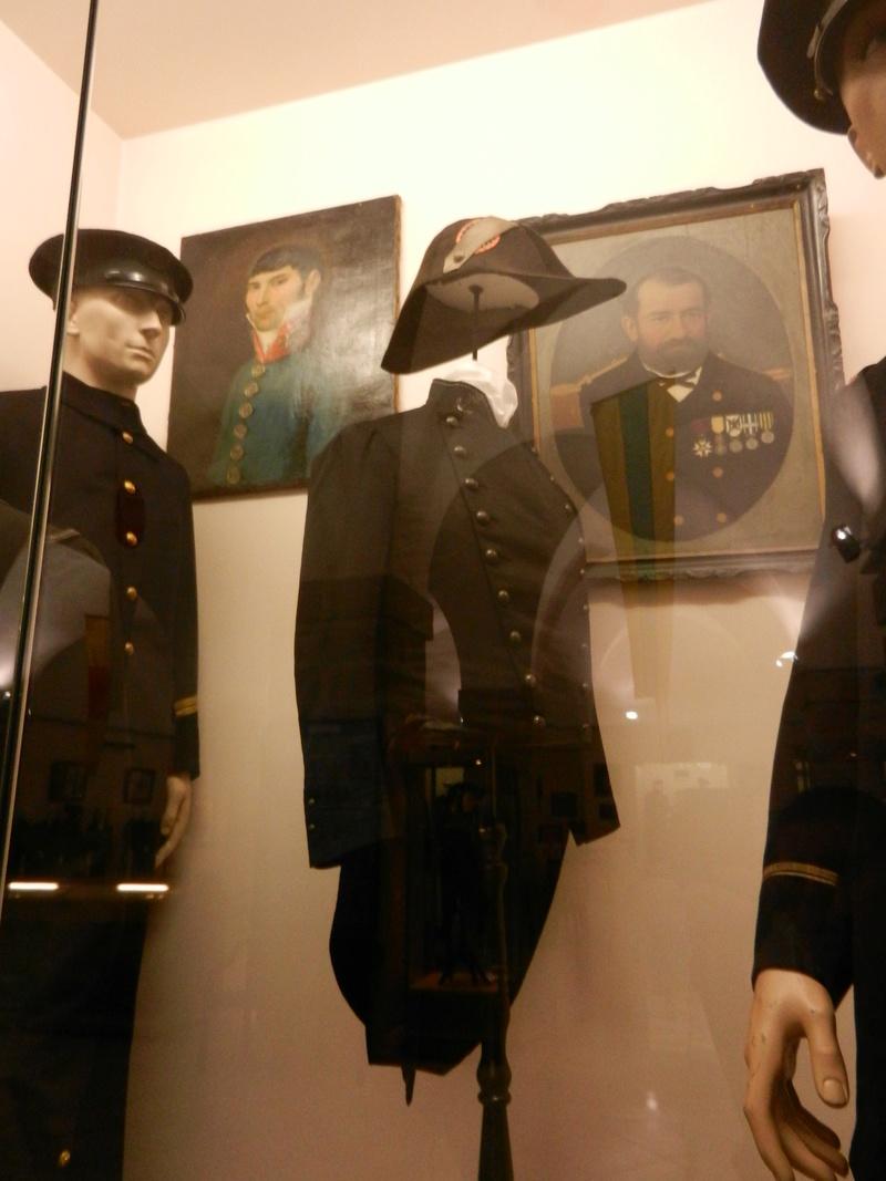 [ Les musées en rapport avec la Marine ] Conservatoire des tenues à Toulon Dscn0742