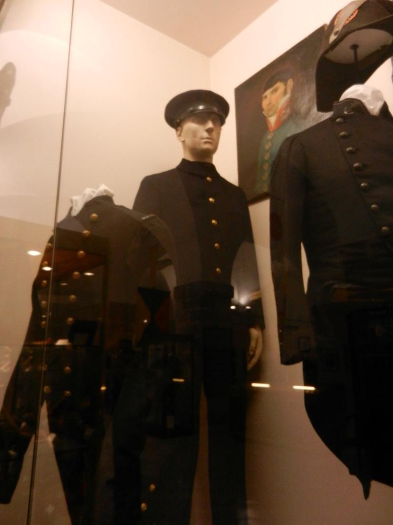 [ Les musées en rapport avec la Marine ] Conservatoire des tenues à Toulon Dscn0744