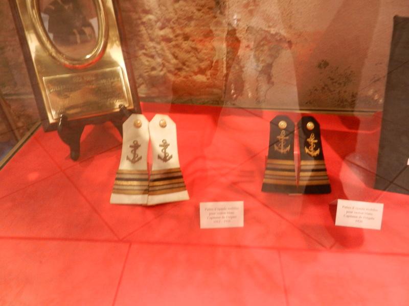 [ Les musées en rapport avec la Marine ] Conservatoire des tenues à Toulon Dscn0748