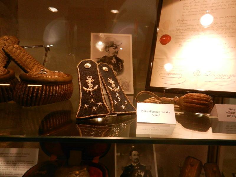 [ Les musées en rapport avec la Marine ] Conservatoire des tenues à Toulon Dscn0749