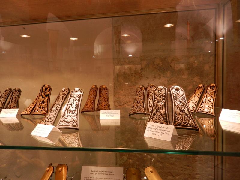 [ Les musées en rapport avec la Marine ] Conservatoire des tenues à Toulon Dscn0752