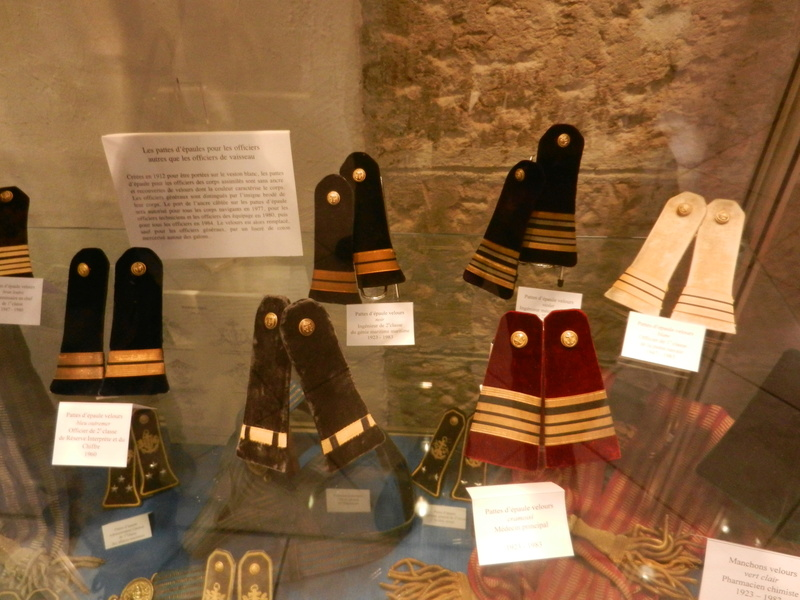 [ Les musées en rapport avec la Marine ] Conservatoire des tenues à Toulon Dscn0753