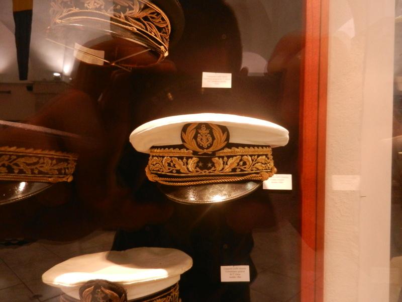 [ Les musées en rapport avec la Marine ] Conservatoire des tenues à Toulon Dscn0765