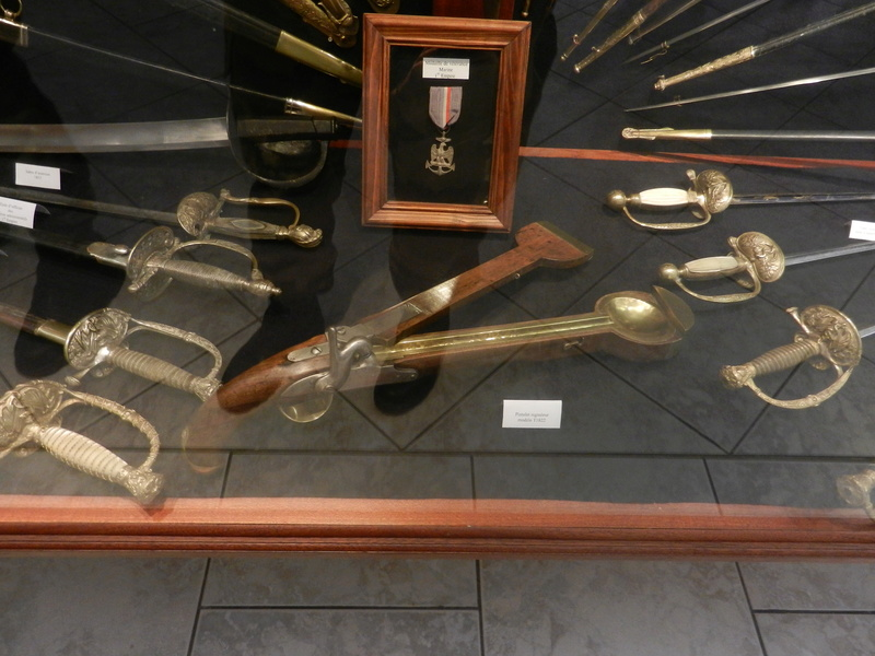 [ Les musées en rapport avec la Marine ] Conservatoire des tenues à Toulon Dscn0768