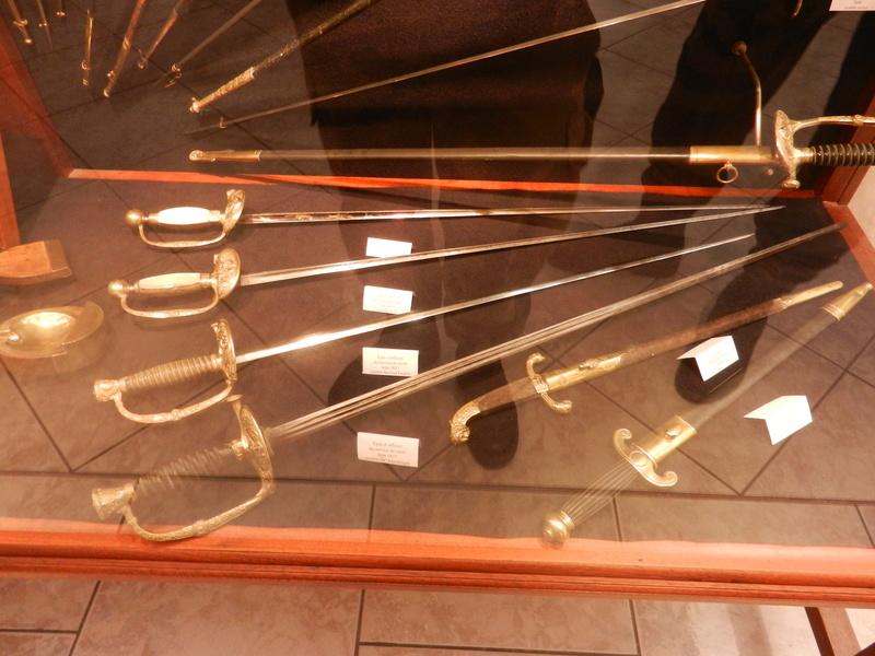 [ Les musées en rapport avec la Marine ] Conservatoire des tenues à Toulon Dscn0770