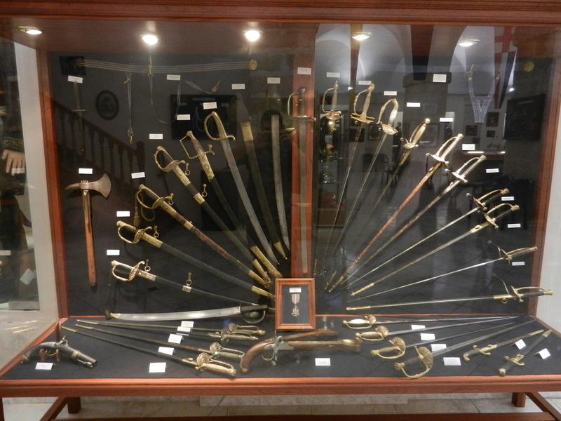 [ Les musées en rapport avec la Marine ] Conservatoire des tenues à Toulon Dscn0771