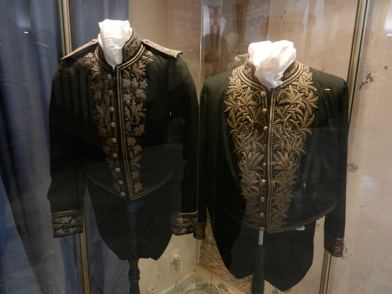 [ Les musées en rapport avec la Marine ] Conservatoire des tenues à Toulon Dscn0772