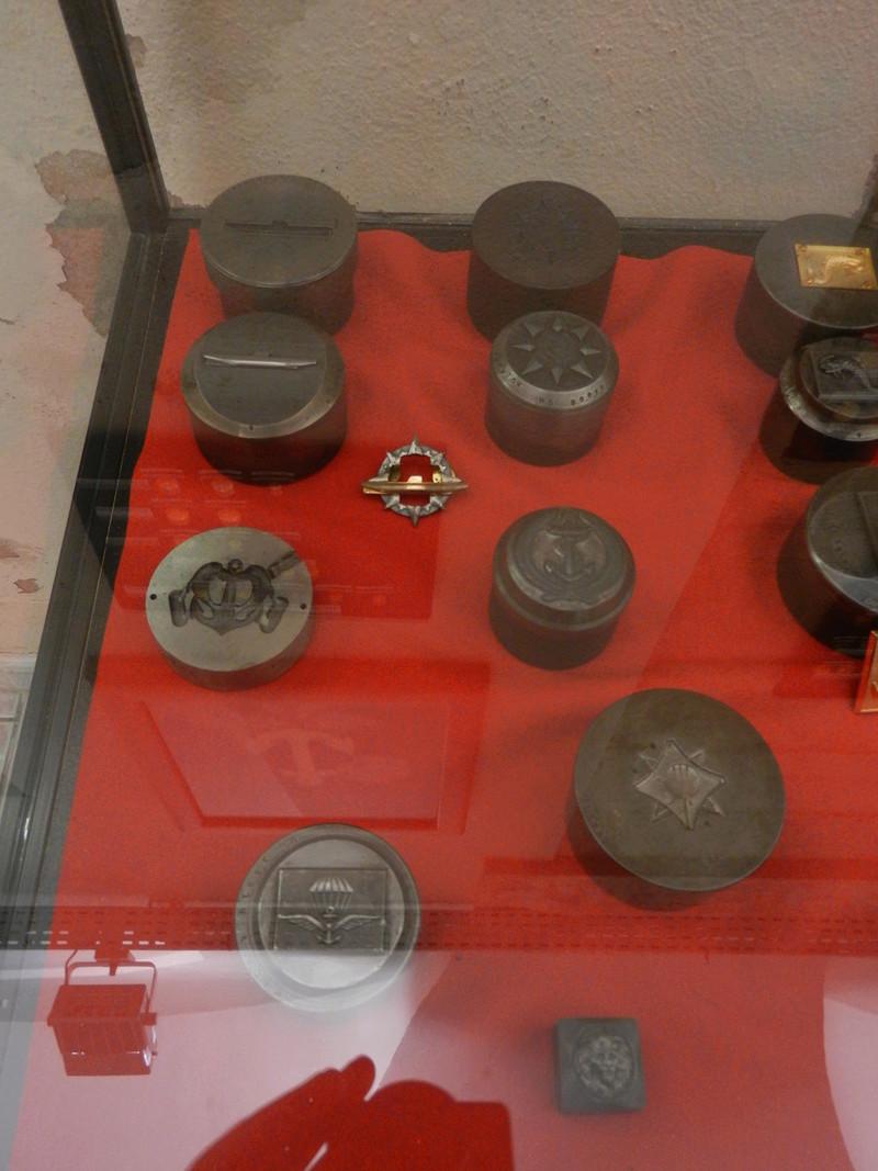 [ Les musées en rapport avec la Marine ] Conservatoire des tenues à Toulon Dscn0778