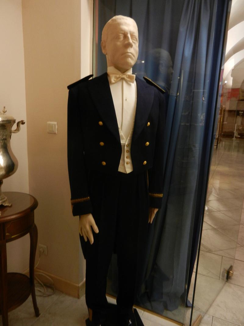 [ Les musées en rapport avec la Marine ] Conservatoire des tenues à Toulon - Page 2 Dscn0785