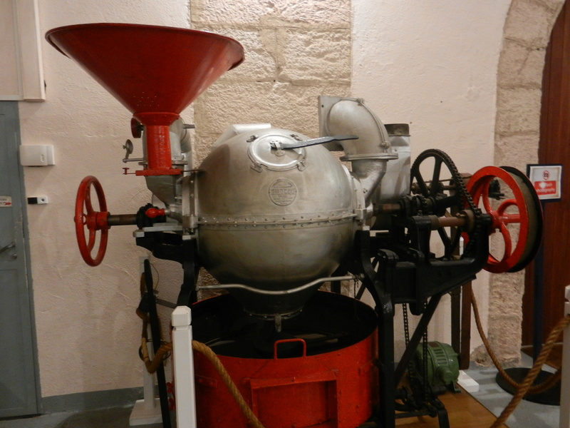 [ Les musées en rapport avec la Marine ] Conservatoire des tenues à Toulon Dscn0810