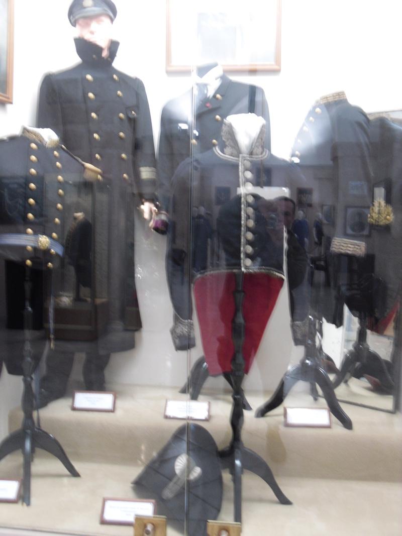 [ Les musées en rapport avec la Marine ] Conservatoire des tenues à Toulon - Page 3 Sdc10813