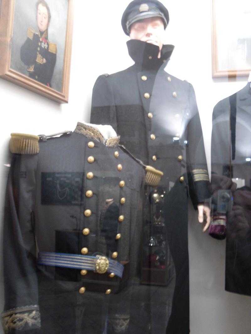[ Les musées en rapport avec la Marine ] Conservatoire des tenues à Toulon - Page 3 Sdc10814