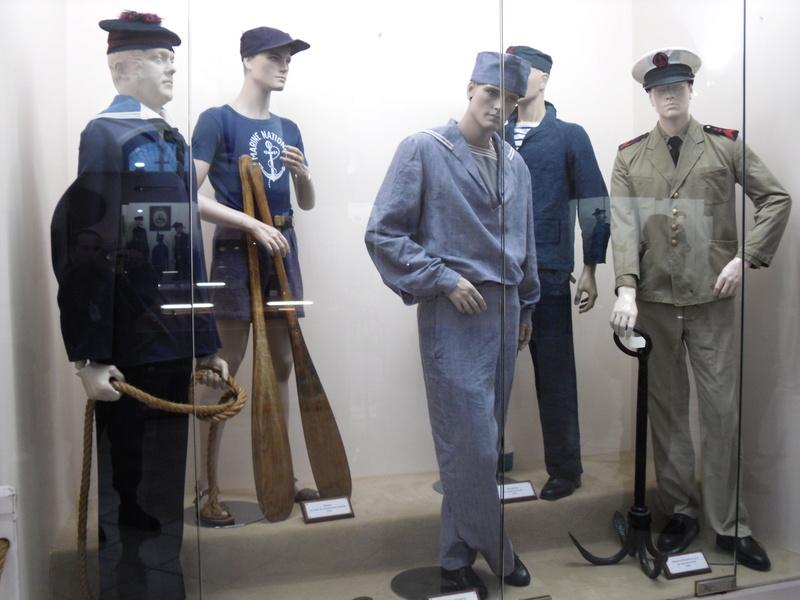 [ Les musées en rapport avec la Marine ] Conservatoire des tenues à Toulon - Page 3 Sdc10912