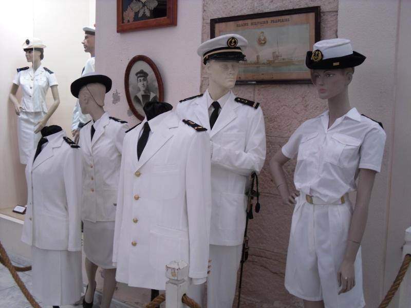 [ Les musées en rapport avec la Marine ] Conservatoire des tenues à Toulon - Page 3 Sdc10913