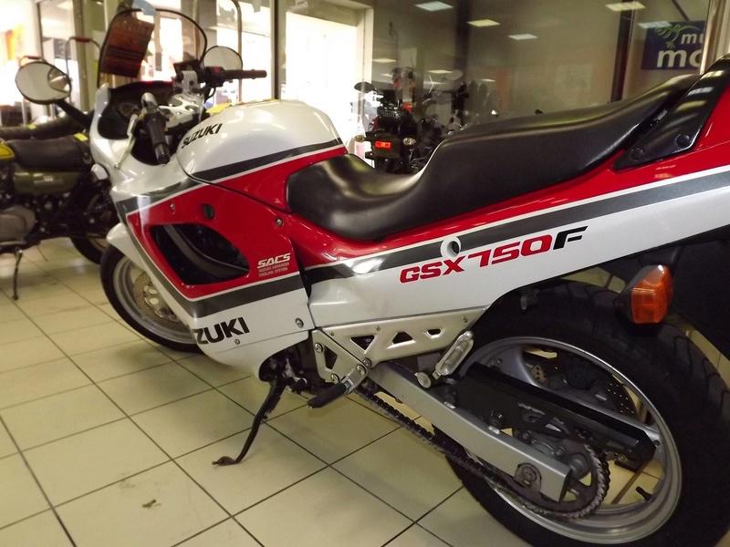 moto + fait son show  14207610