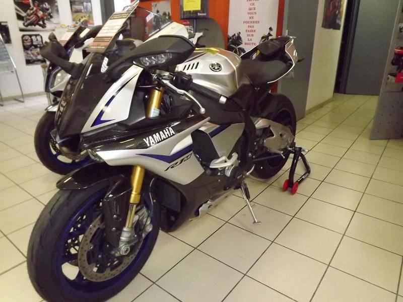 moto + fait son show  14231313