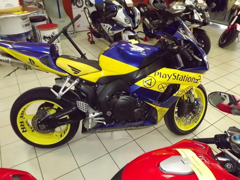 moto + fait son show  14231811