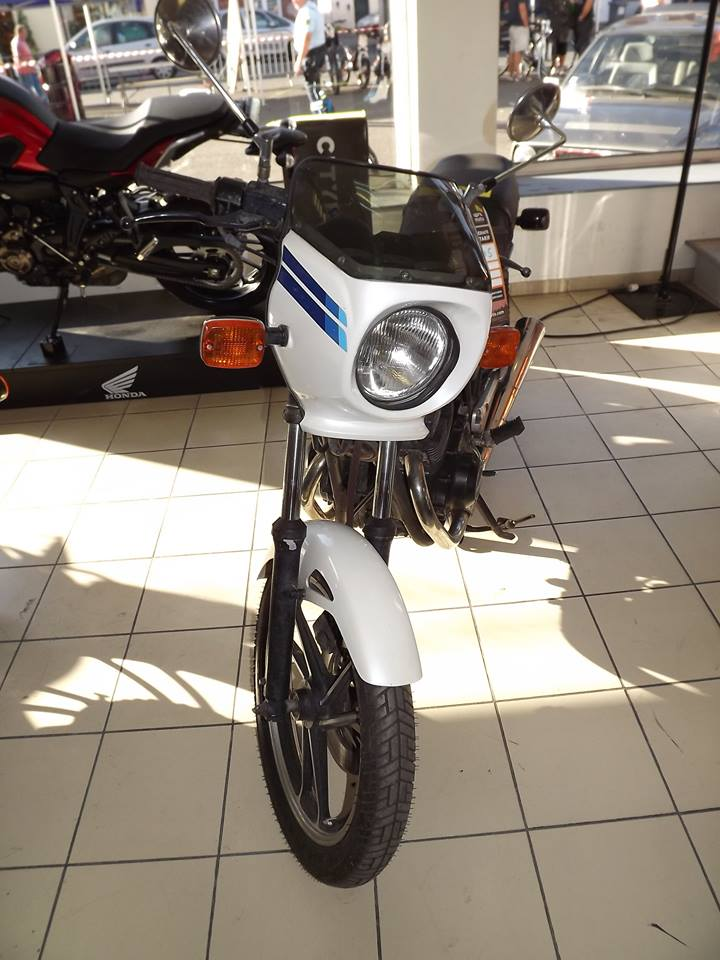 moto + fait son show  14233111