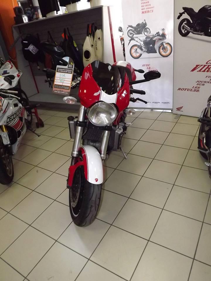 moto + fait son show  14233112