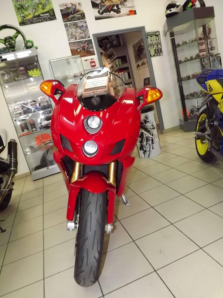 moto + fait son show  14291710