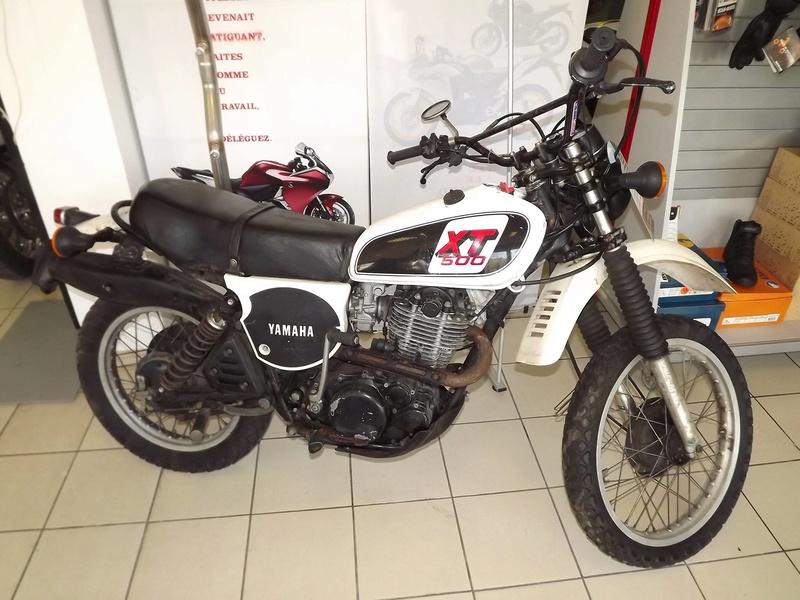 moto + fait son show  14305410