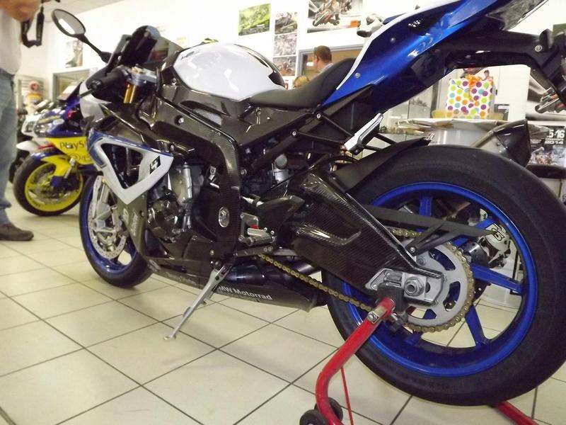 moto + fait son show  14305411