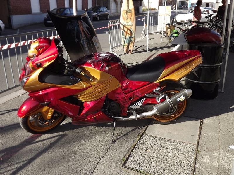moto + fait son show  14311211