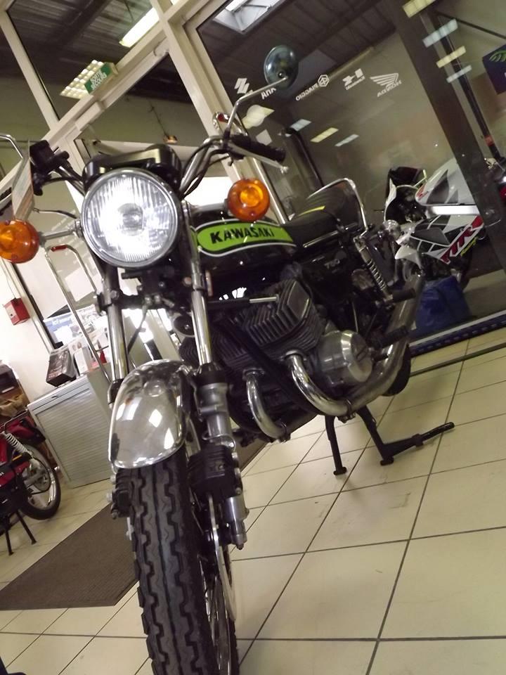 moto + fait son show  14317610