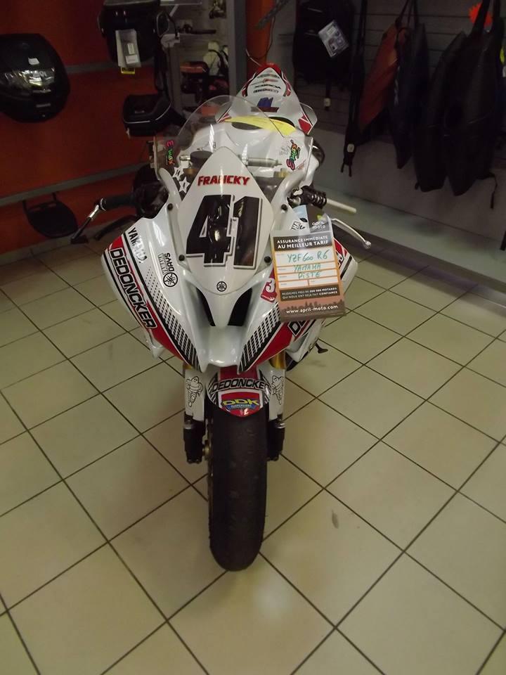 moto + fait son show  14322310