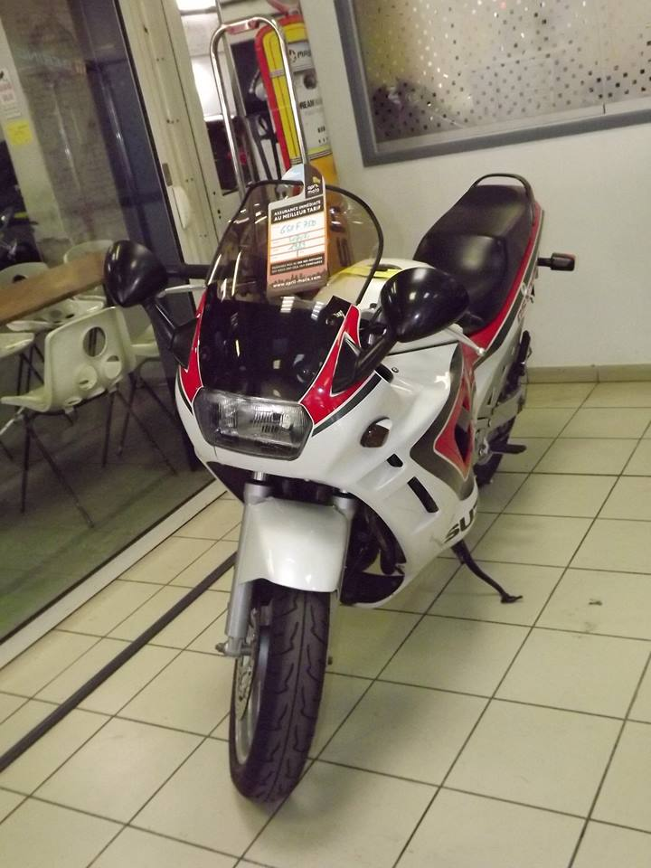 moto + fait son show  14322410