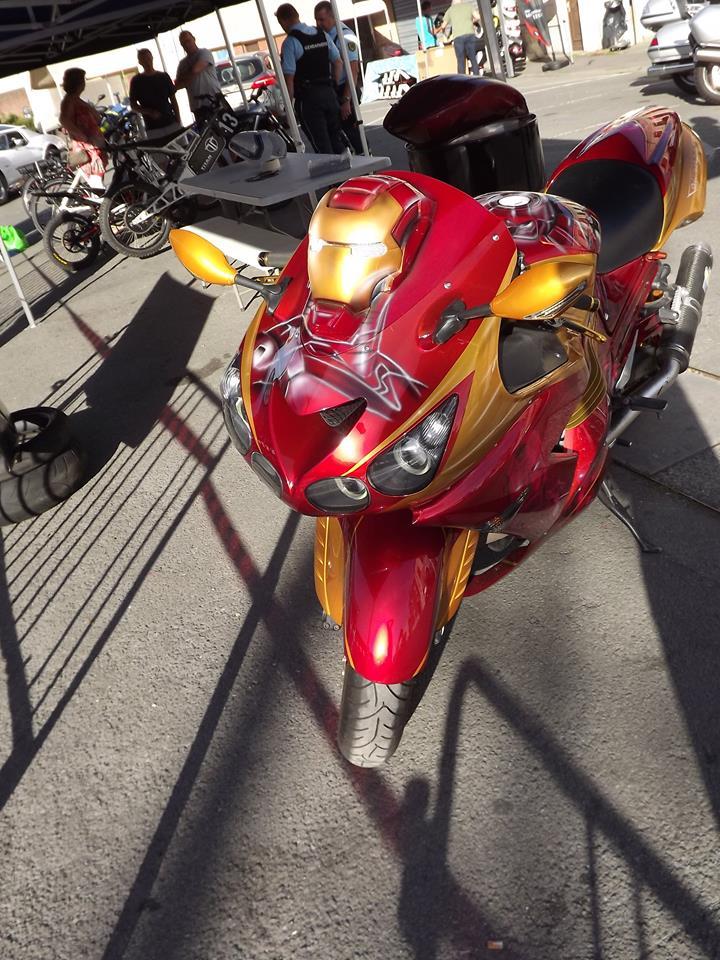 moto + fait son show  14322712