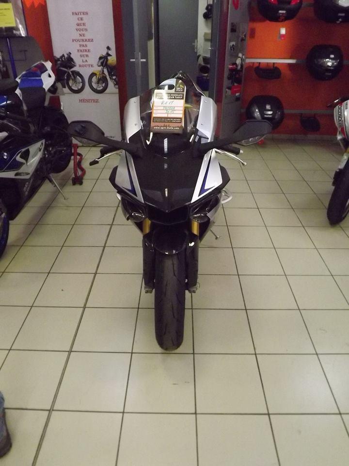 moto + fait son show  14333610