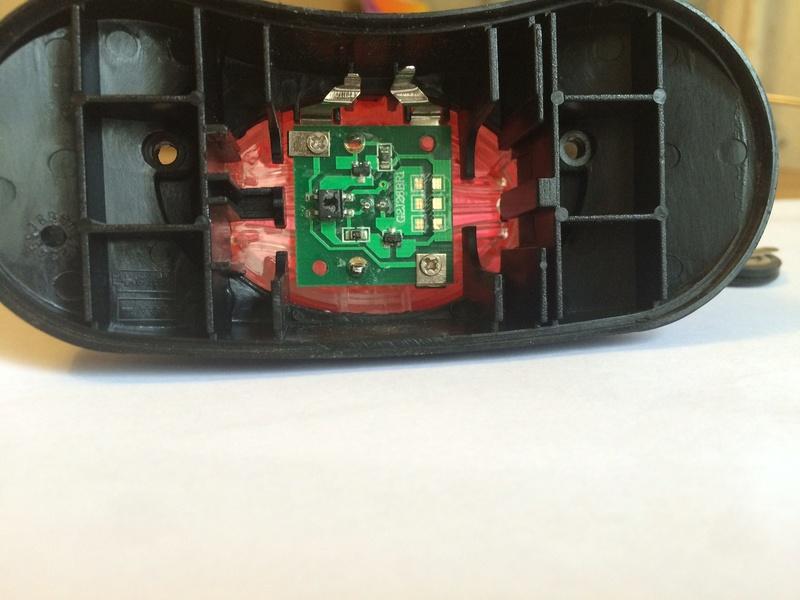 Eclairage arrière : réparable ? - Page 2 Img_0917