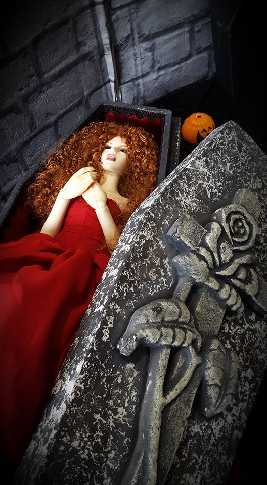 [IH Doria vamp.] Cassandra, cerceuil (bas p2) - Page 2 14731210