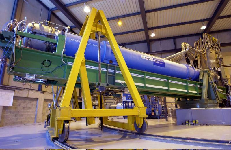 CAST ( 27 )  -  EXPÉRIENCE - CERN - LHC  (  Proche XXX  ) Cast10