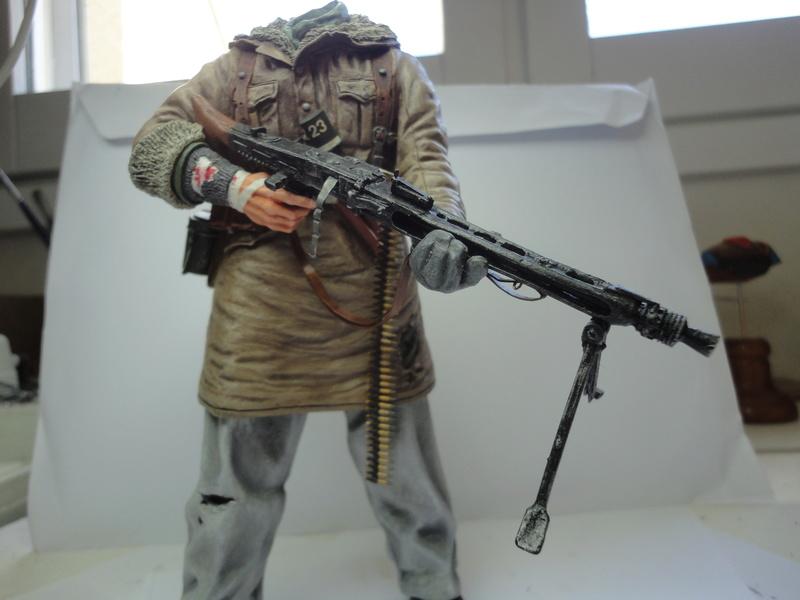 Machine gunner 200 mm 1/9 kirin  ( fini ) - Page 7 Dsc01237