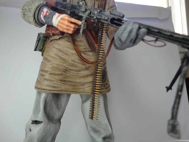 Machine gunner 200 mm 1/9 kirin  ( fini ) - Page 7 Dsc01239