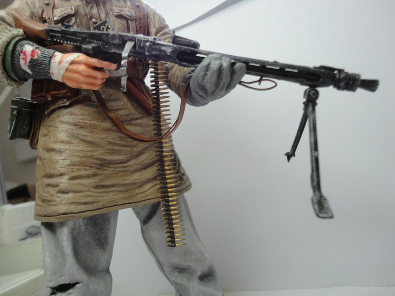 Machine gunner 200 mm 1/9 kirin  ( fini ) - Page 7 Dsc01240