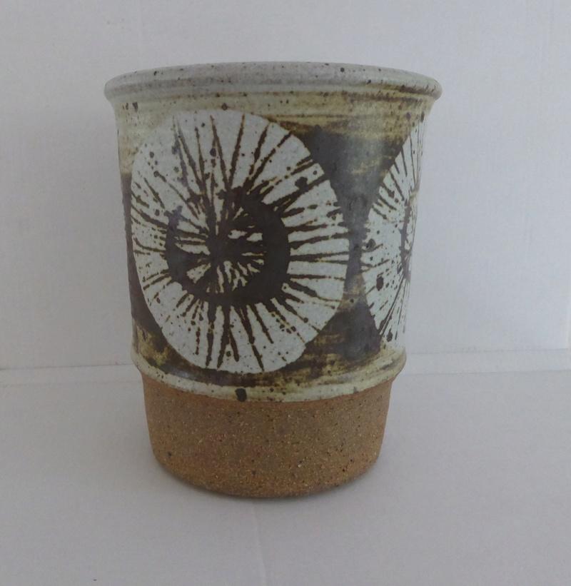 Unknown pot no 1 . No Mark P1060611